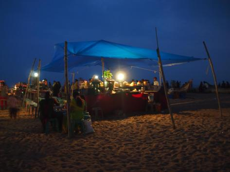 Lots of food stands pop up along Marina Beach.  I went for some classic fried rice but with calamari now that I'm in seafood territory.